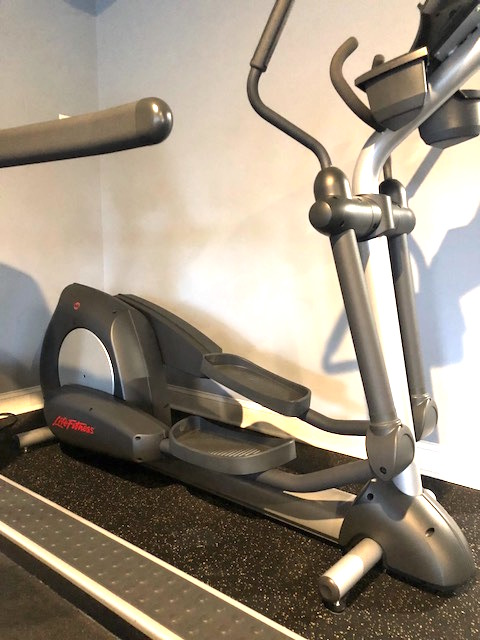 LIFE FITNESS REFURBISHED CROSS TRAINER