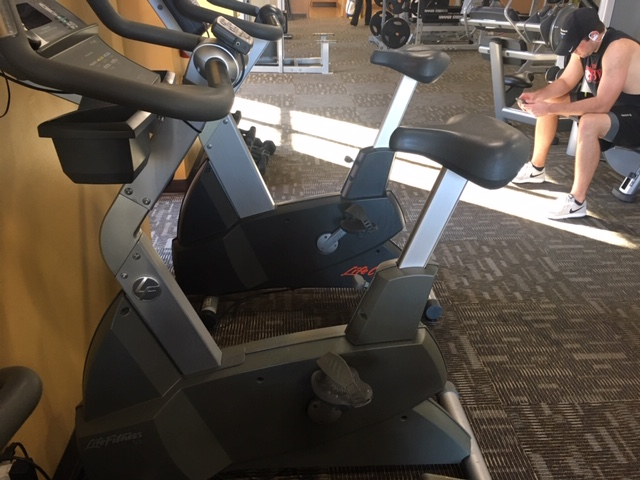 LIFE FITNESS LIFECYCLE UPRIGHT BIKE
